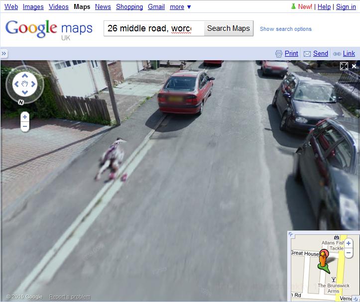 イギリス: グーグルストリートビューに写った道端の少女の死体?に大騒ぎ