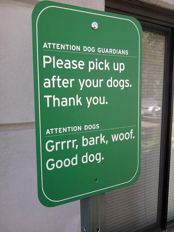 公園にある犬の看板