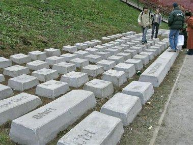 ロシアのキーボード石碑群