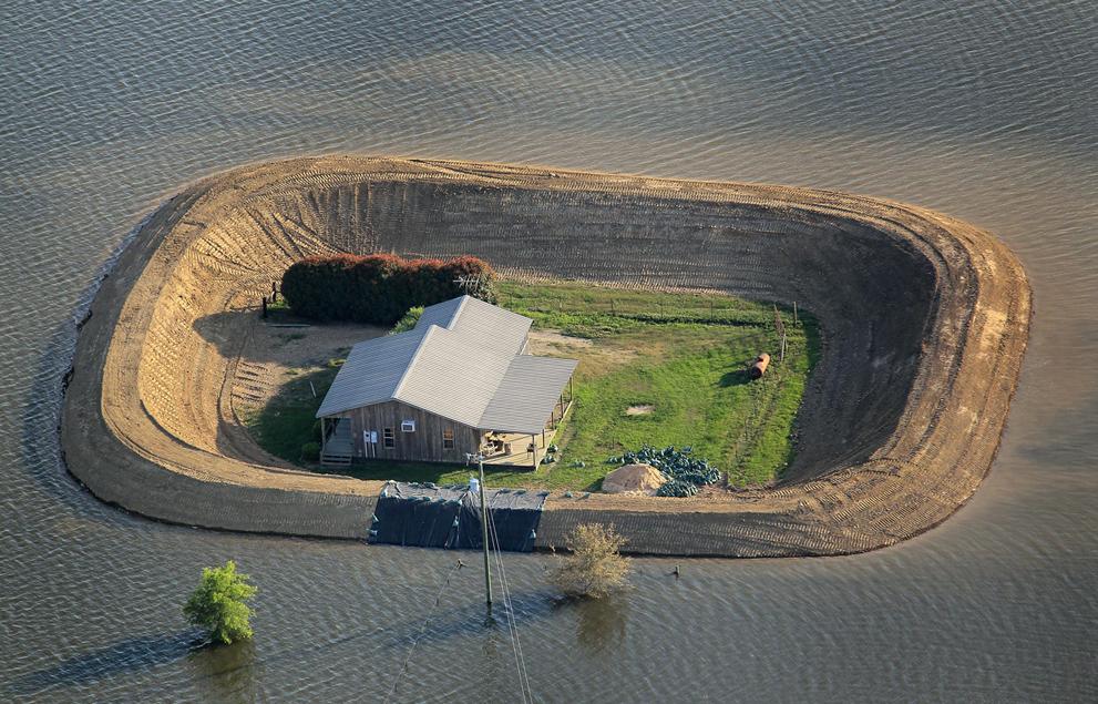 個人宅で堤防とはアメリカっぽい – ミシシッピ川の氾濫